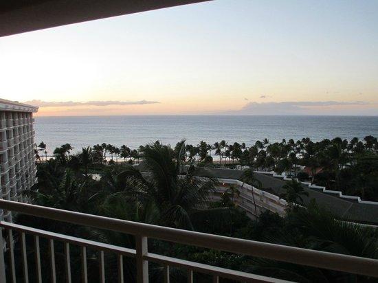 Grand Wailea - A Waldorf Astoria Resort: Evening view from room