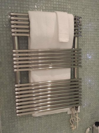 Hotel Unique: Towel warmer, nice.