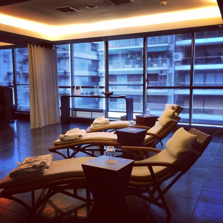 Mio Buenos Aires: Relaxing area lounge needs relaxing music