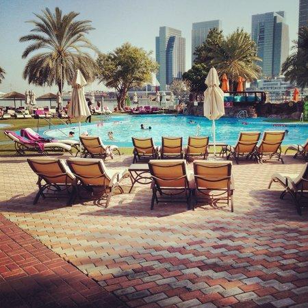 Le Meridien Abu Dhabi: Бассейн