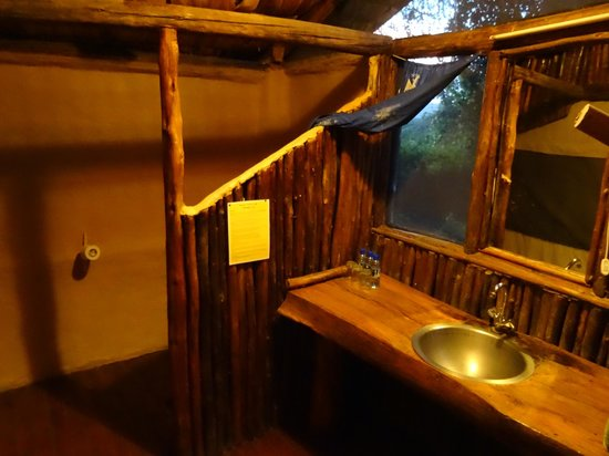 Migunga Tented Camp: Bathroom (contains 1 electrical outlet)