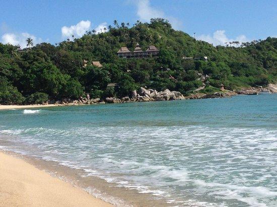 Santhiya Koh Phangan Resort & Spa: neighbouring beach looking back at the resort