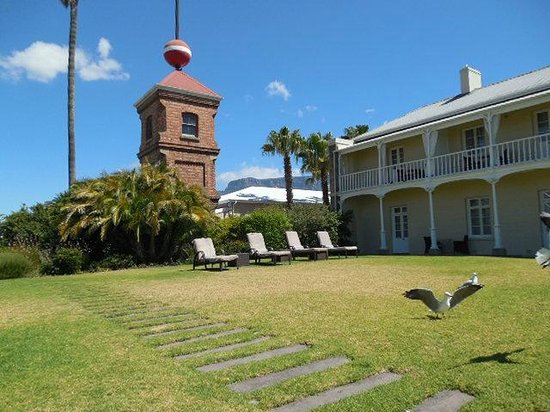 Victoria & Alfred Hotel : The pool is across the street at the dock house.