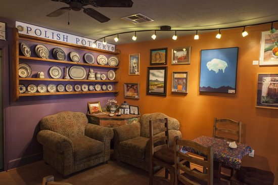 Cafe de Mesilla: The walls are plastered with art.