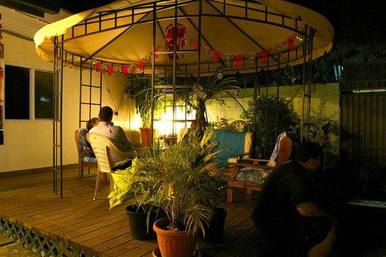 Pension Ahitea Lodge : terrasse extérieure