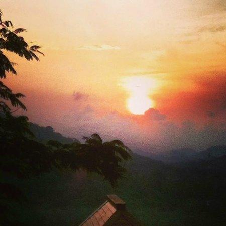 Villa Zolitude Resort and Spa : Sunrise over the mountains