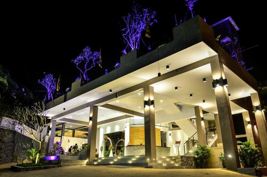 Hotel Sunrich: Front View