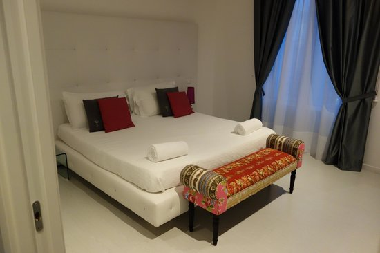 Palco Rooms&Suites: Our room - great bed