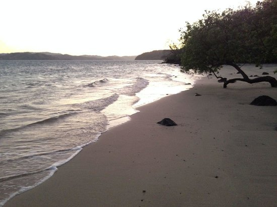 Andaz Peninsula Papagayo Resort : Secluded beach around sunset
