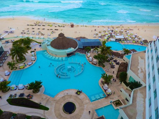 ME Cancun: Day time
