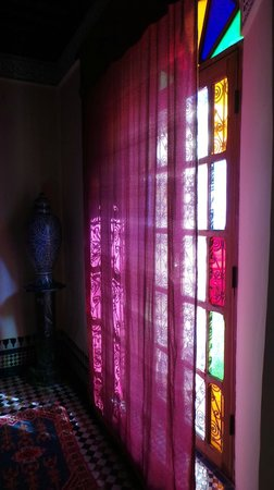 Riad Ibn Khaldoun: Sun in the room through the curtains