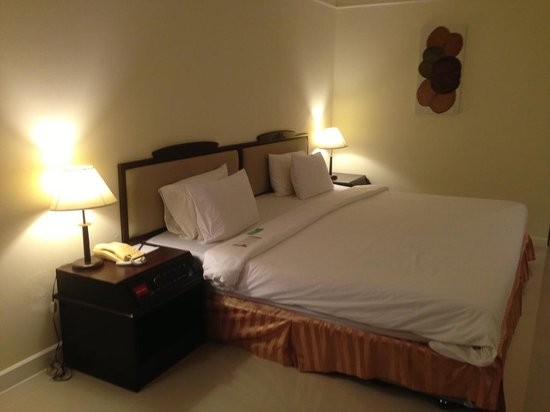 Mercure Chiang Mai : 床真的很大,但太軟