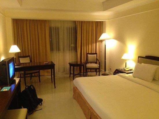 Mercure Chiang Mai: 唯一的優點就是床大、房間大