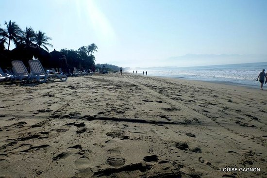 Royal Decameron Complex: on the beach walking toward marcket