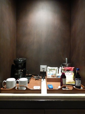 Iberostar Grand Rose Hall : coffee maker and fridge