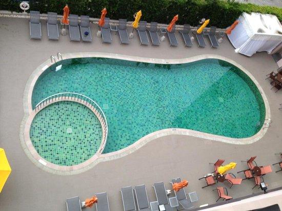 ibis Hua Hin: 很可愛的泳池,旁邊的小圈圈是兒童泳池!