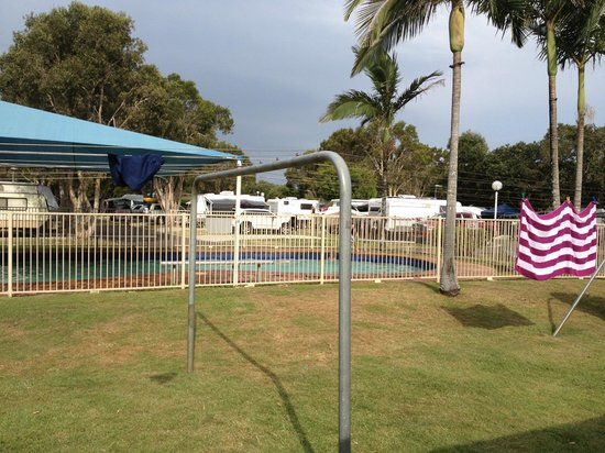 bathrooms picture of mudjimba beach holiday park. Black Bedroom Furniture Sets. Home Design Ideas