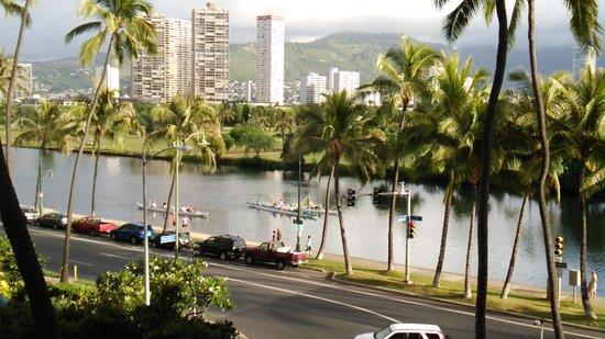 Waikiki Sand Villa Hotel : 312号室のラナイより♪