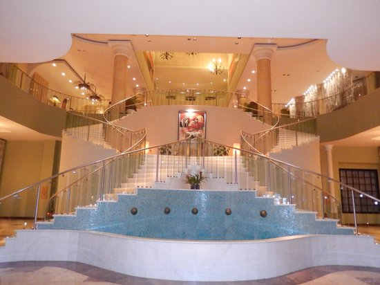 Iberostar Grand Hotel Rose Hall: beautiful marble staircase