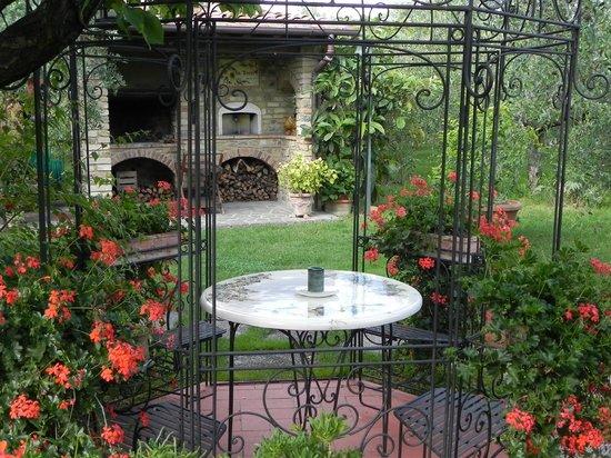 Villa Le Torri: Barbecue area