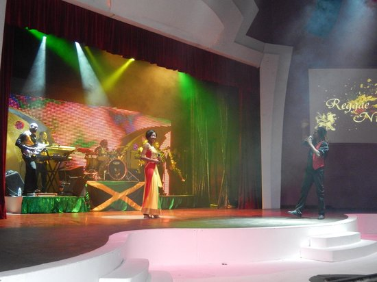 Iberostar Grand Hotel Rose Hall: entertainment