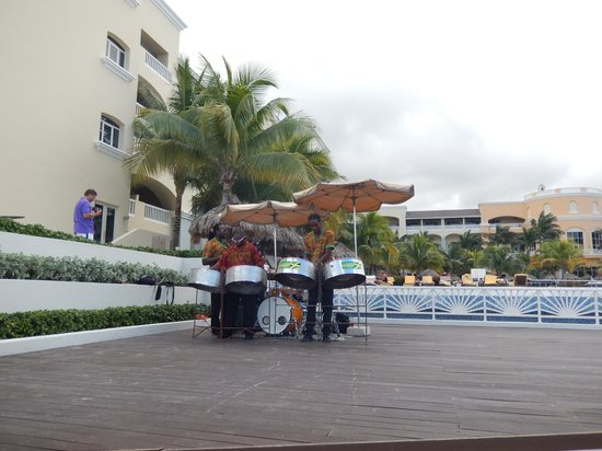 Iberostar Grand Hotel Rose Hall: reggae band with steel drums