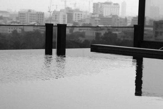 Urbana Sathorn: Rooftop pool