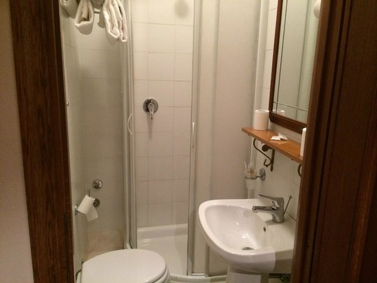 Gaudi Guest House : Bathroom.