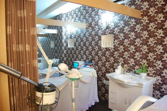 Eska Wellness Spa Massage and Salon: facial area at level 3