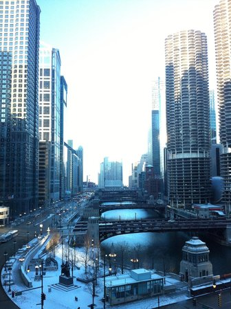 Wyndham Grand Chicago Riverfront : Vista do quarto no 10o andar