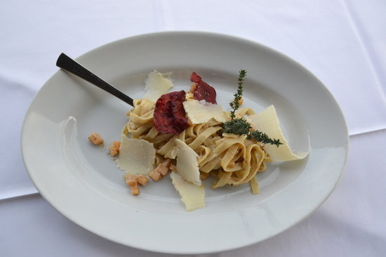Gostilna Bajc: Tagliatelle with truffles and  and beetroot crisps