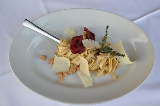 Guest House Bajc: Tagliatelle with truffles and  and beetroot crisps