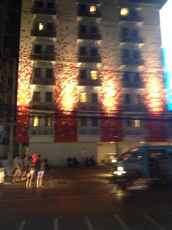 Red Planet Patong, Phuket: Отель ночью