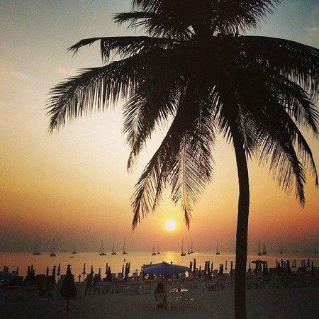 Nai Harn Beach: sunset naiharn