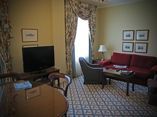 The Hotel Windsor: Lounge sitting room of our suite