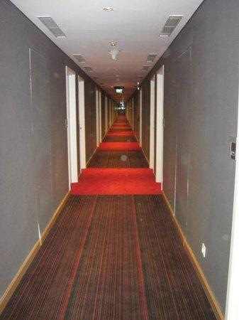 Hotel ibis Bandung Trans Studio: Hallway