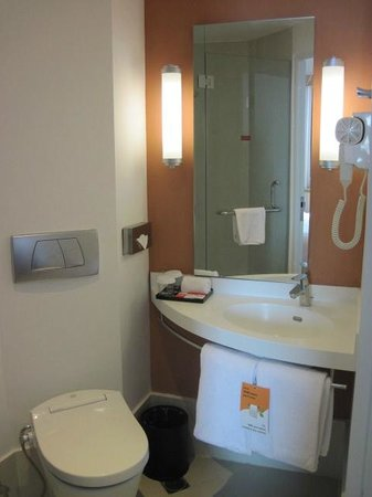 Hotel ibis Bandung Trans Studio: Bathroom