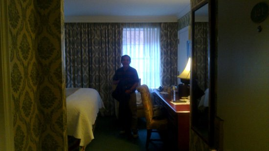 Phoenix Park Hotel: Rooms are a bit small as is usual in many historic hotels...