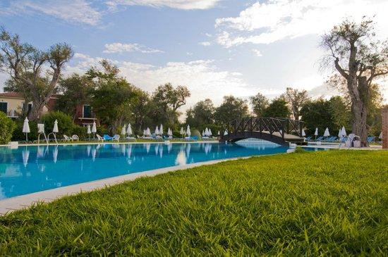 SENTIDO Apollo Palace : Pool and garden