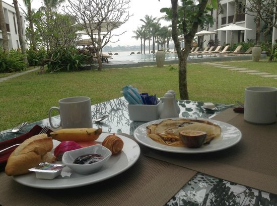 Vinh Hung Emerald Resort: Breakfast with a view