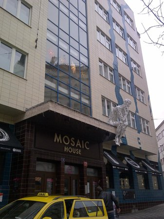 Mosaic House: hotel exterior