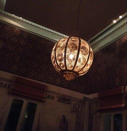 Liza: lustre oriental