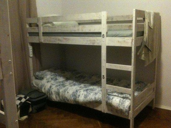 Labordage Hostel : кровать в 6ти местном номере