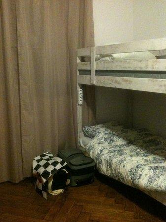 Labordage Hostel : уютная кровать