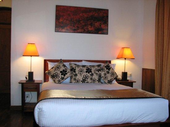Glenfall Reach Hotel: Neat bed