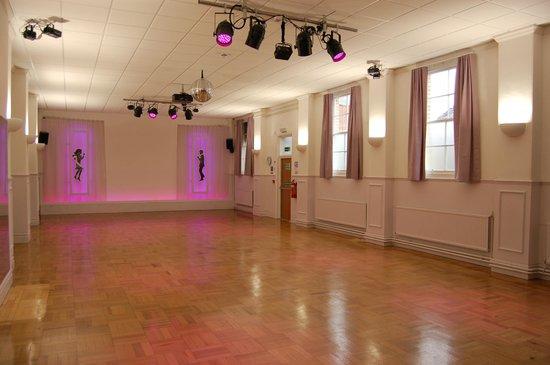 舞蹈俱樂部和迪斯可舞廳