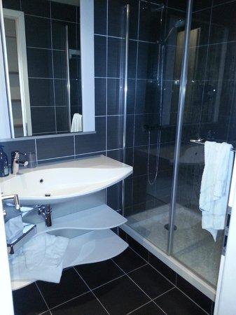 Aparthotel Adagio Liverpool City Centre: bagno con doccia