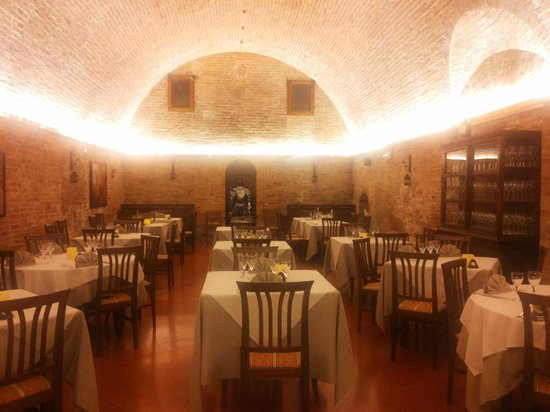 Borgo Antico: La sala/grotta in cui si cena