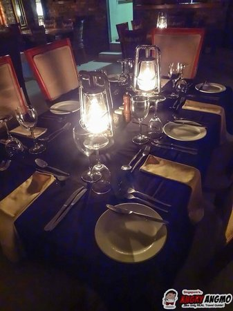 Idube Game Reserve Lodge: Dinner Table in Common Area