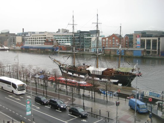 Jurys Inn Dublin Custom House: The view
